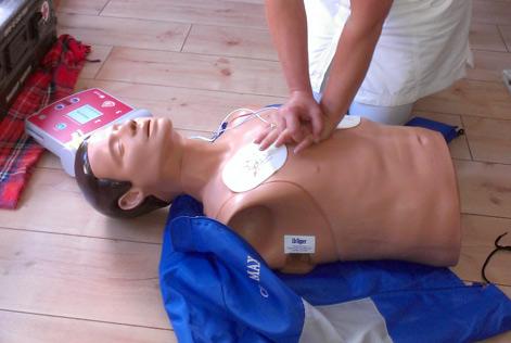 Herzdruckmassage EFR Kurs Padi Tauchschule Linek Berlin